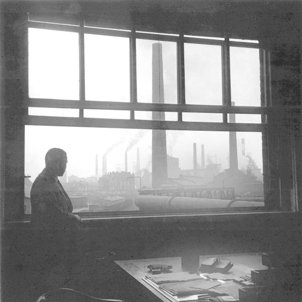 Blick aus einem Büro auf die Bruckhausener Werksanlagen der August Thyssen-Hütte AG, um 1935.