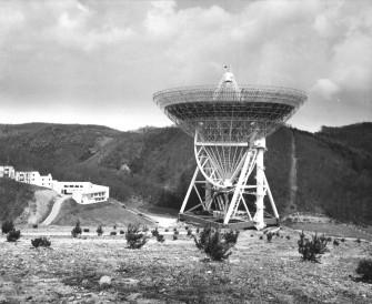 In Effelsberg/Eifel wurde federführend von Krupp Industrie- und Stahlbau das damals größte voll bewegliche Radioteleskop der Welt errichtet. Es nahm 1971 seinen Betrieb auf. Über seinen Parabolspiegel mit einem Durchmesser von 100 Metern können elektromagnetische Strahlen aus dem Weltraum aus einer Entfernung von 12 Milliarden Lichtjahren empfangen werden.