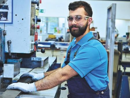 Mustafa Sünger, Auszubildender zum Industriemechaniker