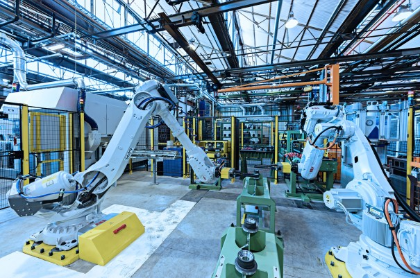 Our factories offer technical solutions including wrist robots, gantry robots, hydraulic handlers with self-learning capacities, stacker cranes for handling pallets and much more