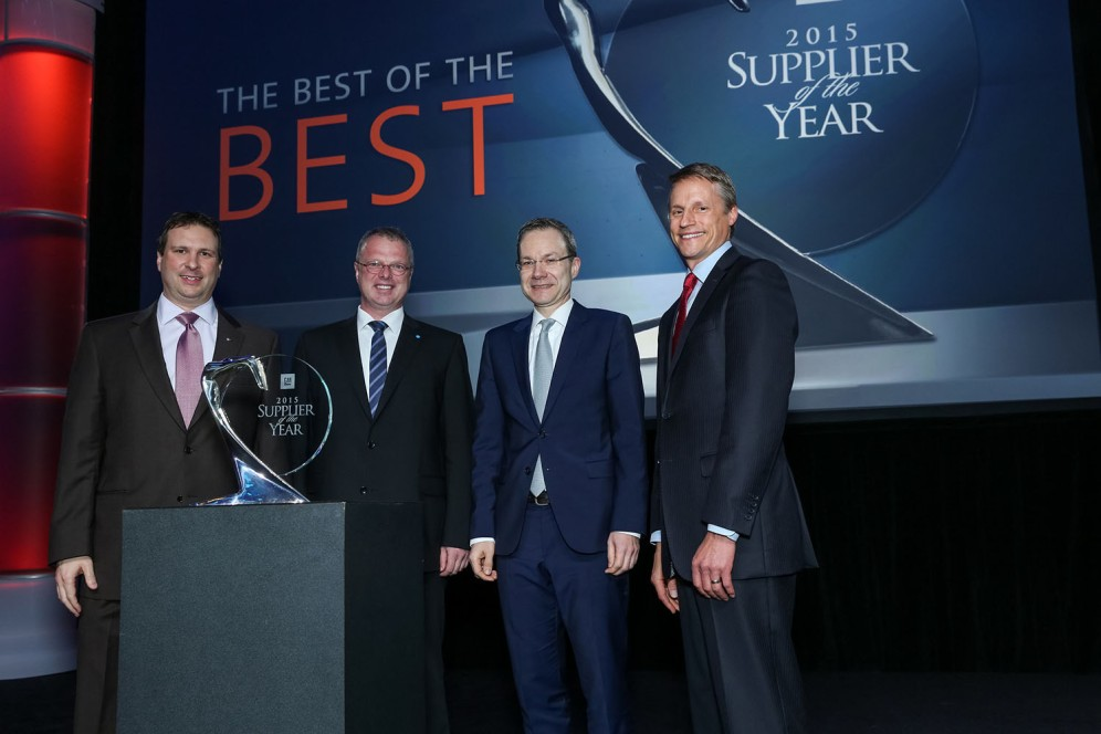 Jörg Steins (COO BU SP) and Matthias Koll (CEO BU SP) during the award ceremony in Detroit