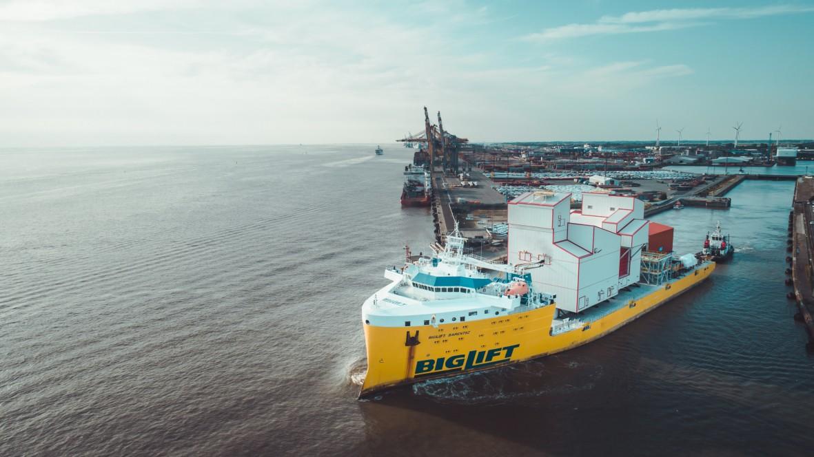 thyssenkrupp verschifft erste Anlagen für ein Hafenumschlagsystem in Kanada komplett vormontiert aus Bremerhaven.