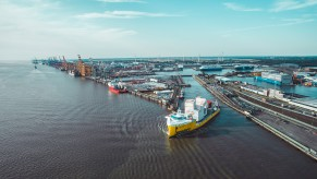 Hafenumschlagsystem für Baffinland / Abfahrt in Bremerhaven
