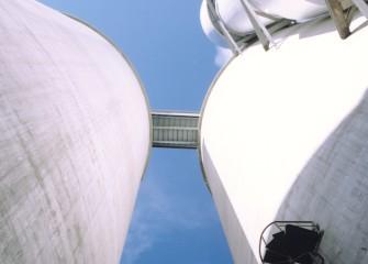 Tangential blending silo