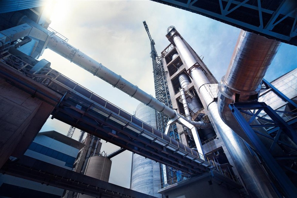 thyssenkrupp revamps and outages for cement plants, mining plants, fertilizer plants, polymer plants, electrolysis plants, refineries