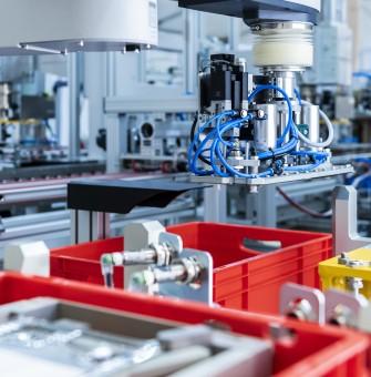 Brennstoffzellen Montage - Bipolarplatten und MEAs
