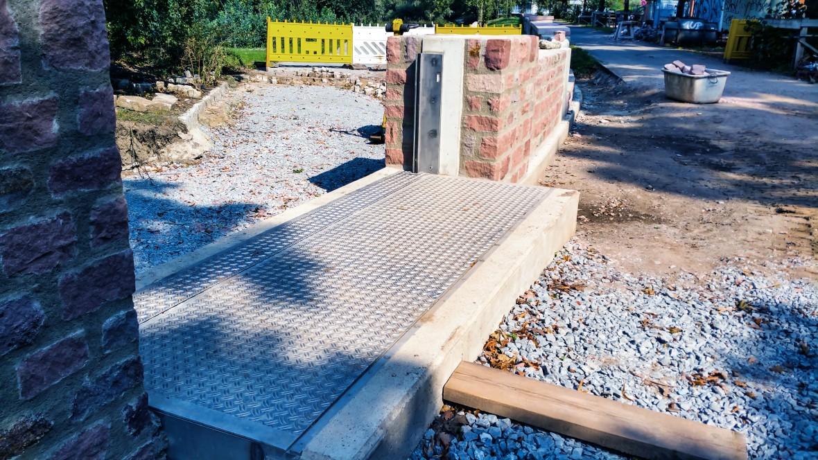 Fold-up flood protection system.