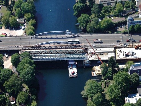 Construction of the new Freybrücke in Berlin Spandau.