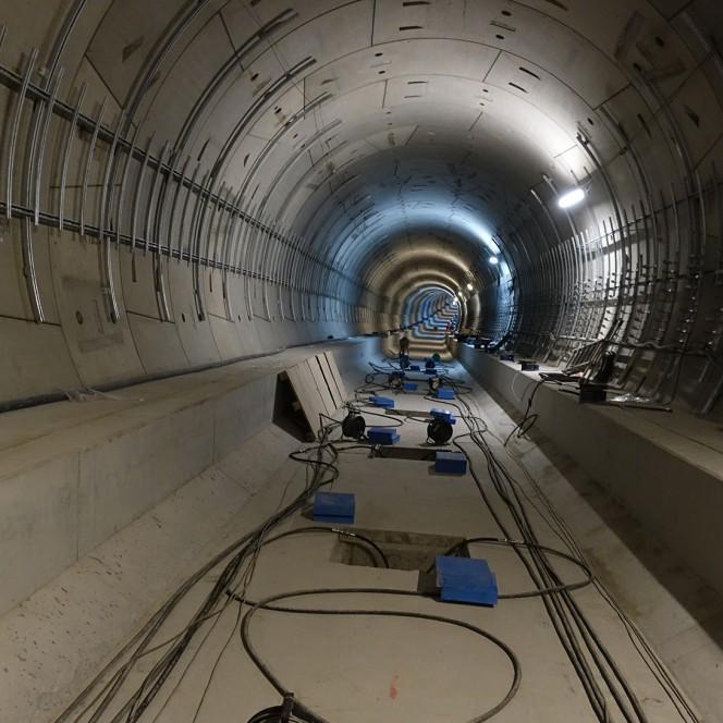 thyssenkrupp Infrastructure baut elastische Lager für Gleiströge der U5 in Berlin