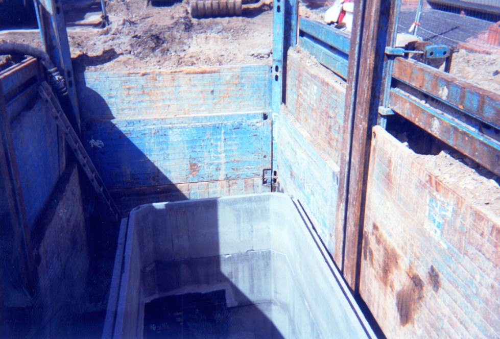 Double slide rail for corner post