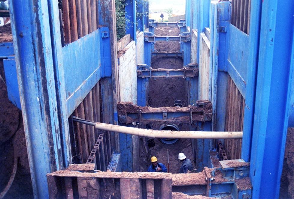Double slide rail inner-city shoring