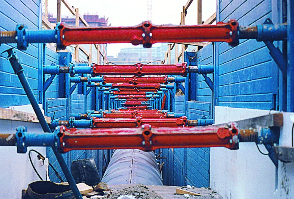 Double slide rail system Rollbox shoring