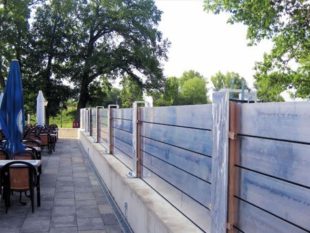 Demountable flood protection with the TKR aluminium stop log system