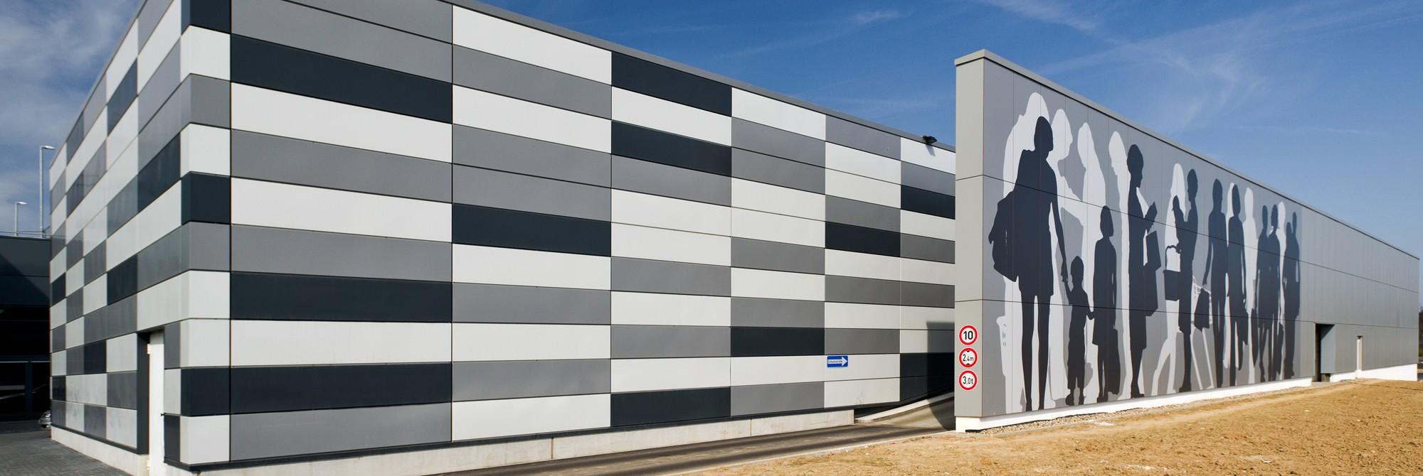 Einkaufszentrum mit Fassade aus Max Exterior NT