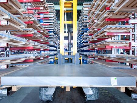 Systemintegrator für weltweite Organisation der Lieferkette