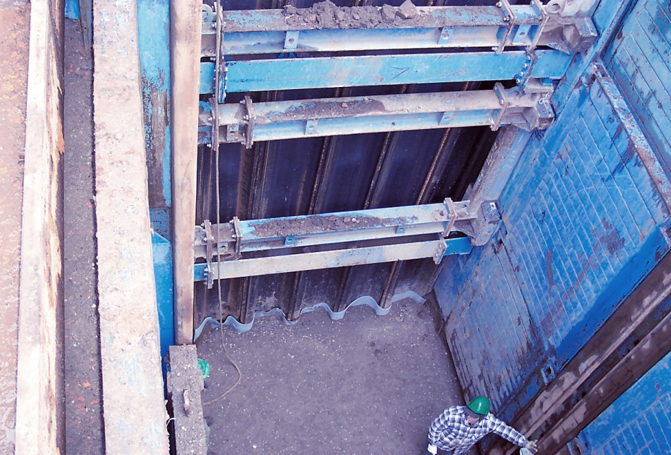 Trench end shoring with sheet piles