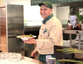 Yannik Buamaied, Auszubildender Koch, Betriebsrestaurant und Gästecasino, Essen