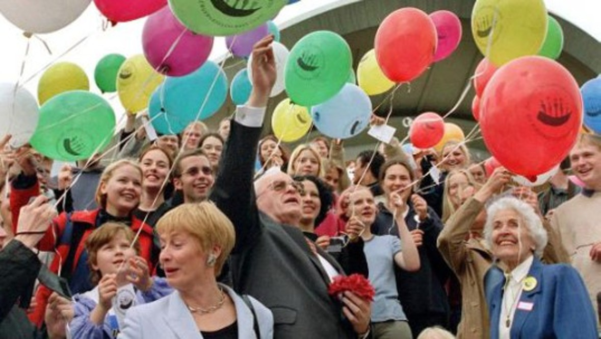 Anniversary: The then Federal President Roman Herzog celebrates the 50th anniversary of the founding of the Federal Republic of Germany in Berlin.