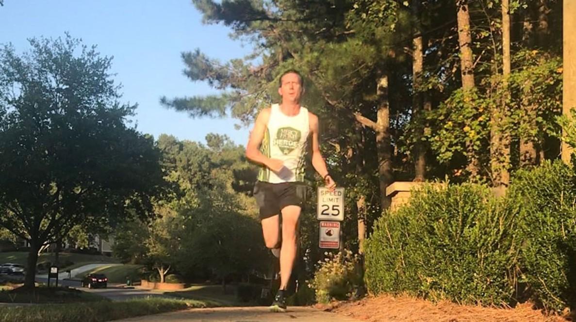 Scott trabalhou muito por esse momento especial - ele treina pesado para a sua próxima grande maratona