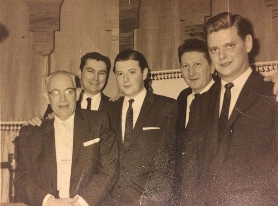 Lembranças de família: Tom, o avô de Scott, com seus dois filhos