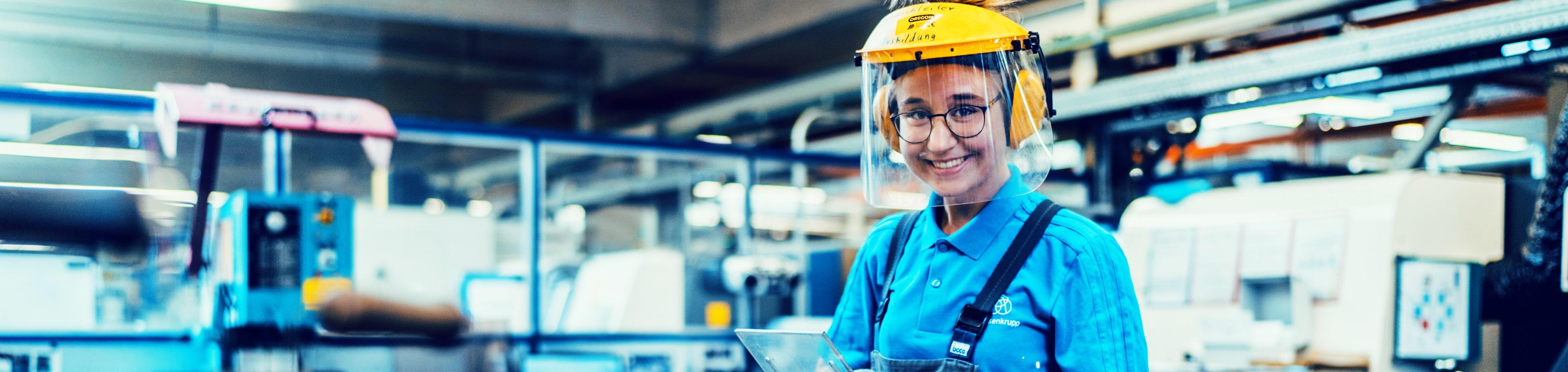 Laura macht eine technische Ausbildung zur Industriemechanikerin