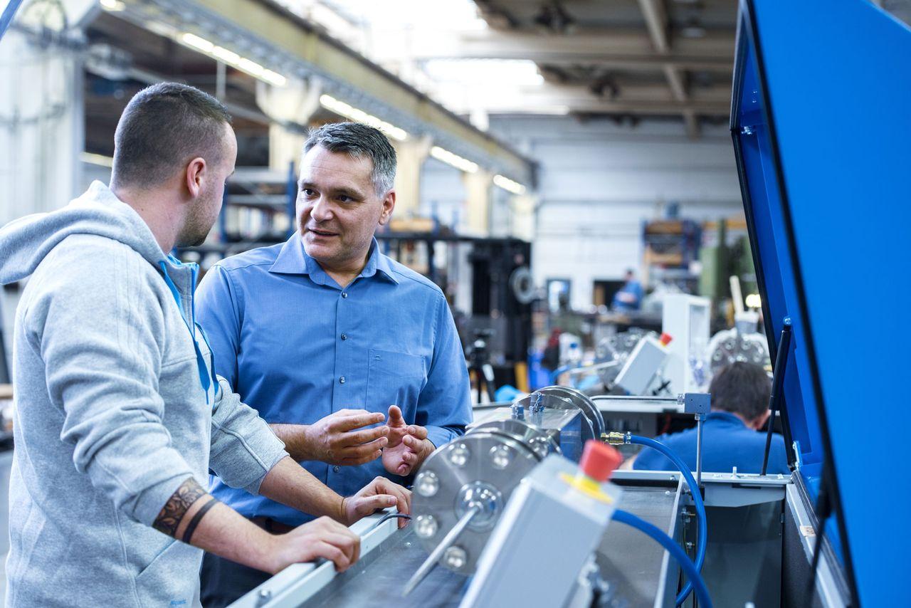 Entdecken Sie, wie Maschinenbauingenieure bei thyssenkrupp arbeiten.