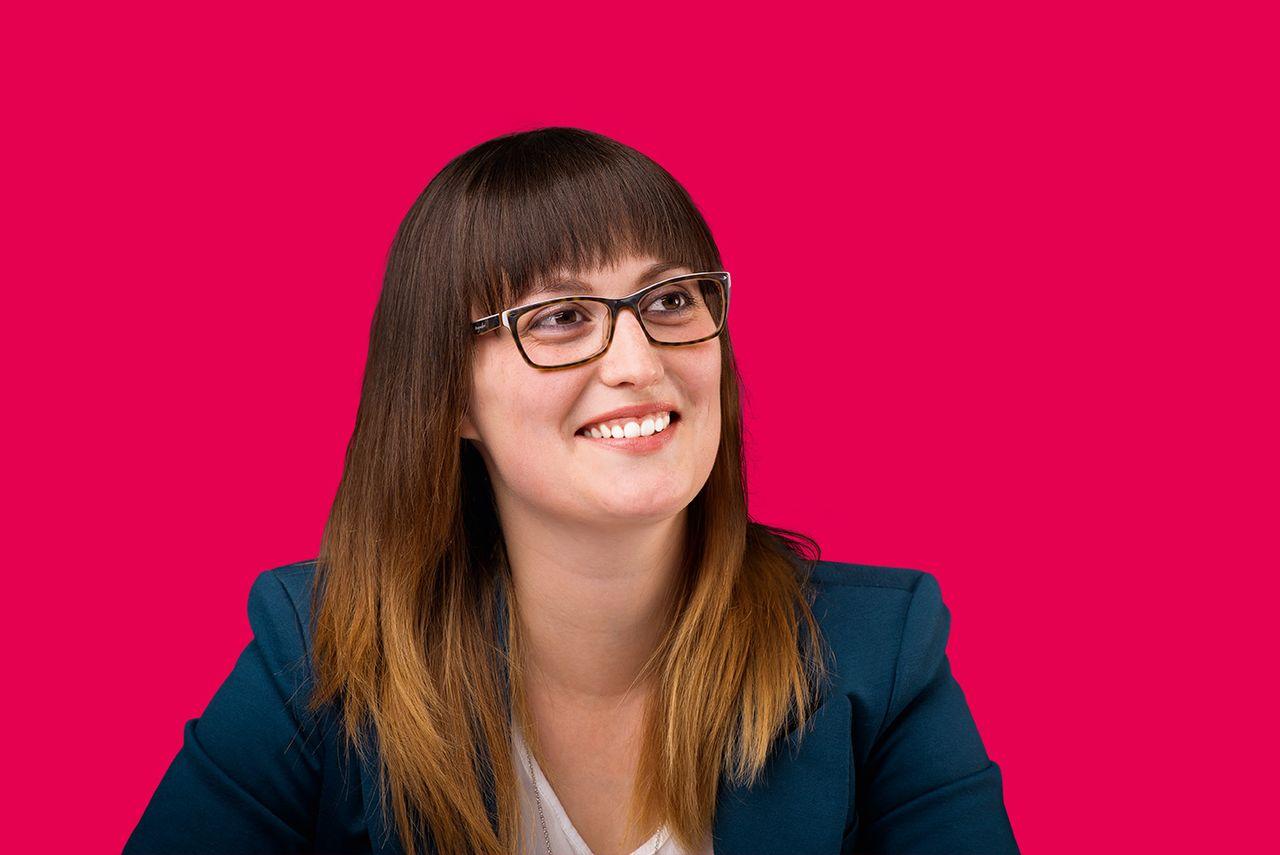 Konstrukteurin Katrin Groß verbindet ihre Liebe für Autos mit ihrem Job.
