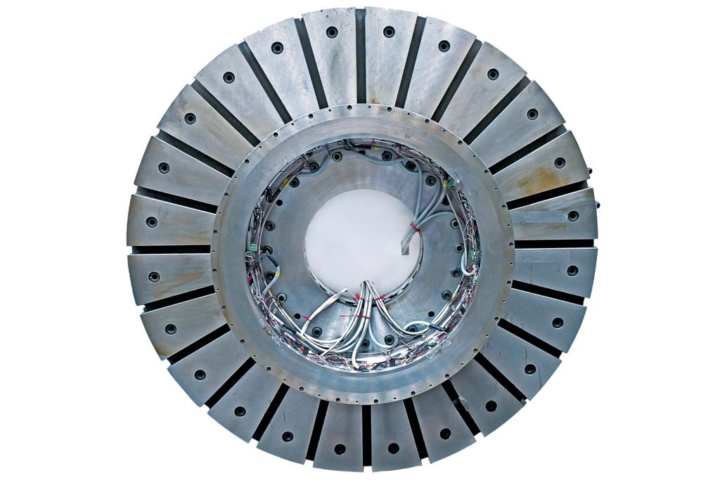 Protoyp: Bis zu 750 Kilogramm kann das speziell für die Computertomografie entwickelte Magnetlager tragen – bei einem Gesamtdurchmesser von rund einem Meter und aktuell bis zu 150 Umdrehungen in der Minute.
