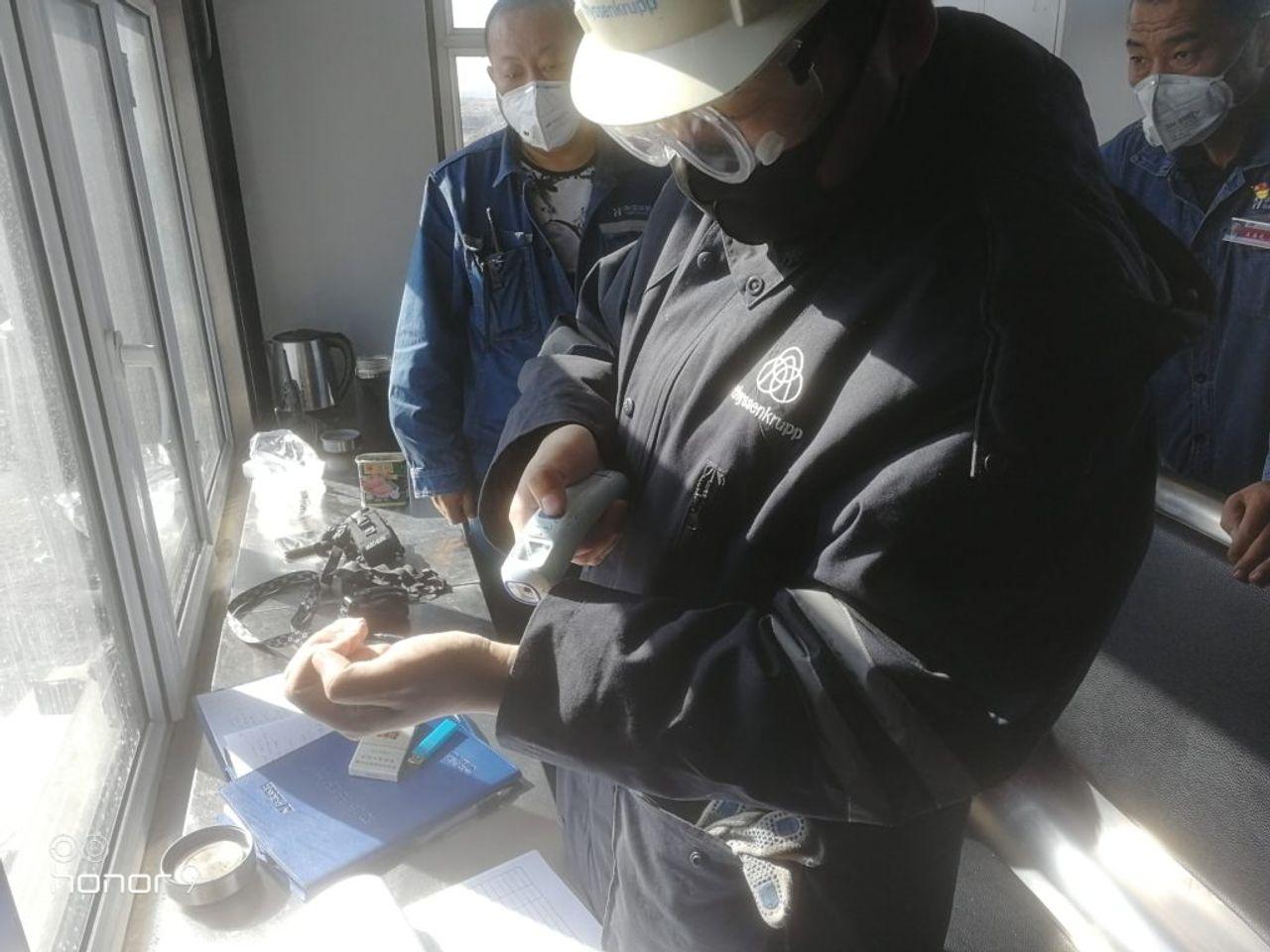 Unter strengen Gesundheits- und Hygiene-Maßnahmen kehrten die Mitarbeiter zur Arbeit und auf ihre Kundenprojekte zurück.