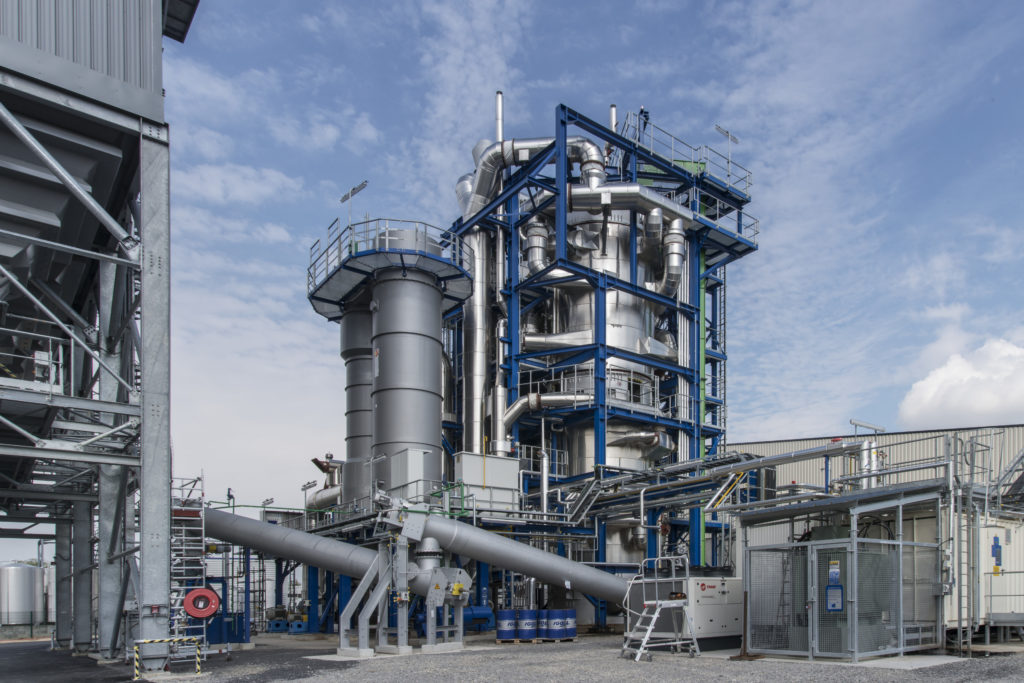 In our demonstration plant in France, the required biomass raw material is pre-treated. The liquid biofuel will then be produced.