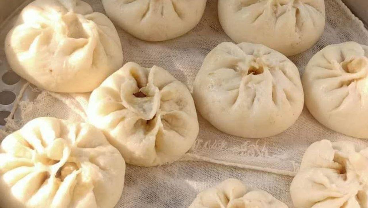 Die Ausgangssperre ermöglichte es Qi Liao, mehr Zeit mit ihrer Familie zu verbringen: Dumplings wickeln und gemeinsam kochen.