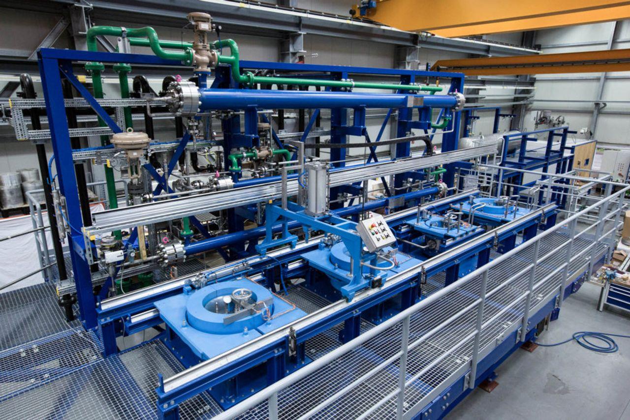 In hochkomplexen Anlagen wie diesen entziehen die Experten von thyssenkrupp den Kaffeebohnen ihr Koffein – mithilfe von überkritischem Kohlendioxid und viel Druck.