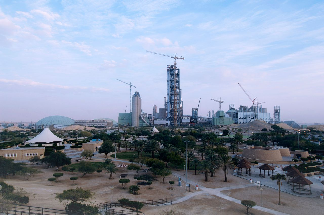 Some figures on Yamama Cement's giant plant: An annual capacity of 6.6 million tonnes of clinker and 7 million tonnes of cement from two production lines; 68,000 tonnes of deliveries; 43,500 tonnes of structural steel, 305,000 m3 of concrete and a 13.8 km long fence around the plant.