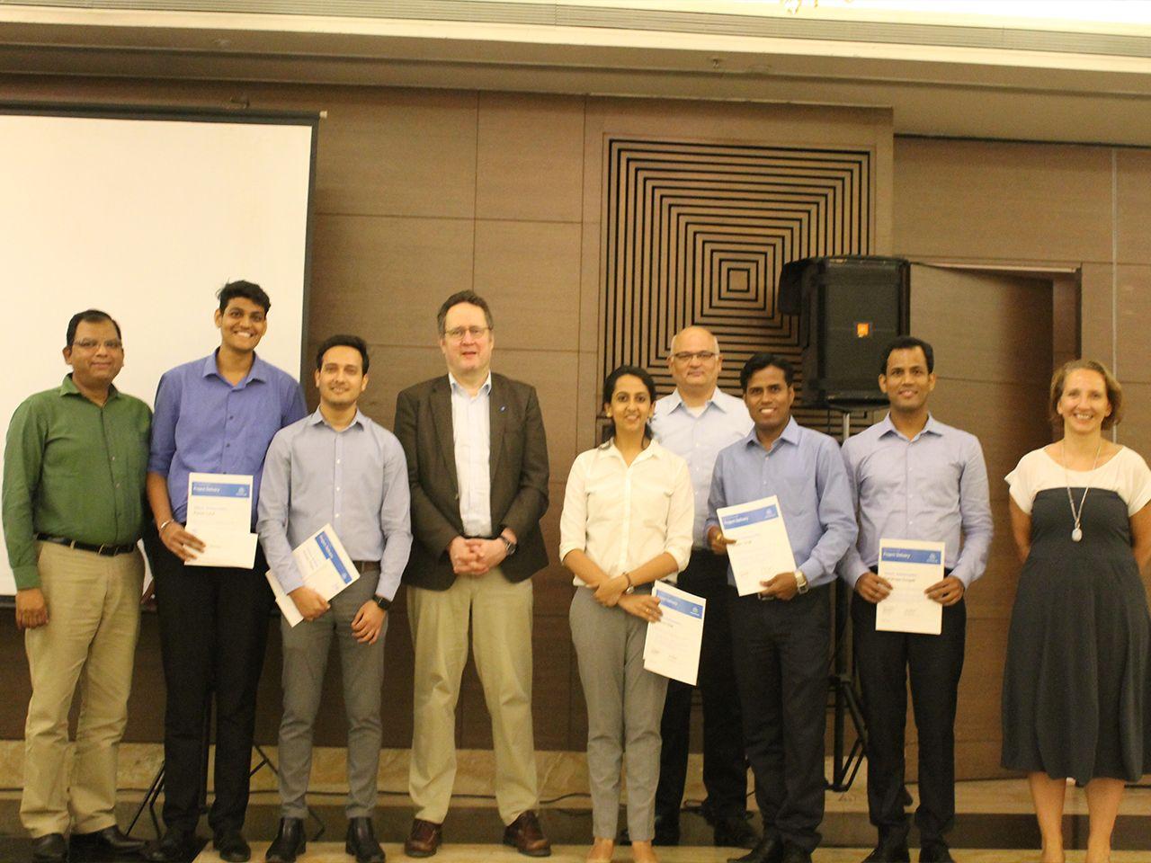 Gemeinsam ans Ziel: Die erfolgreiche Überführung der E-Commerce -Plattform Onlinemetals.com in SAPHybris hat das internationale Team enger zusammengeschweißt.