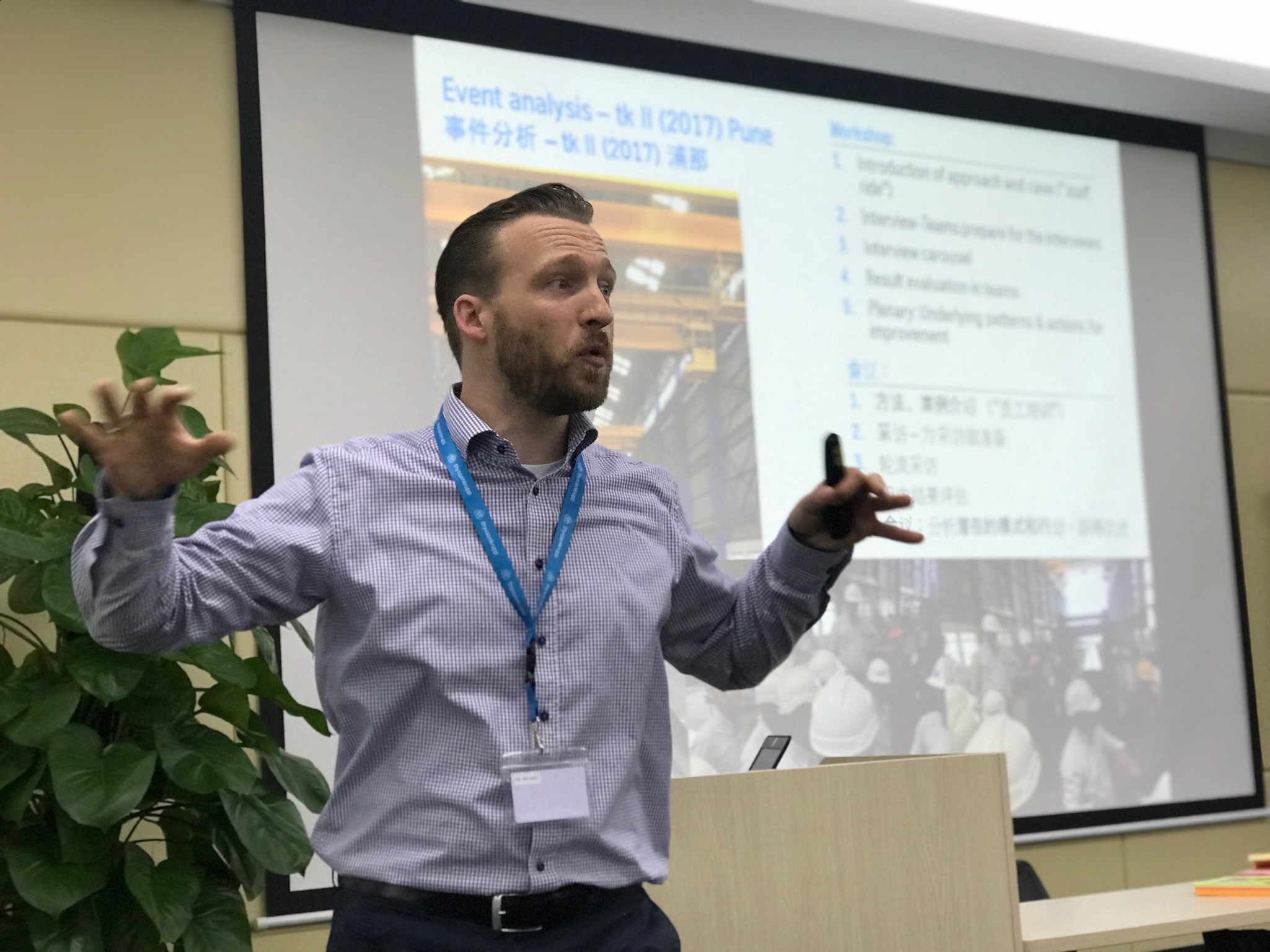 Dr. David Maus, Program Director, in a workshop on thyssenkrupp's safety culture thyssenkrupp