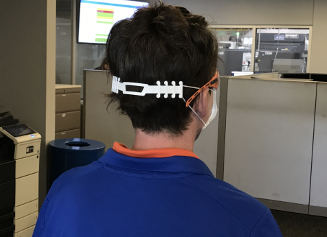 The so-called 'Ear Guards' protect the ears from abrasions, which can occur through contact with the fastening cord after several hours of wearing.