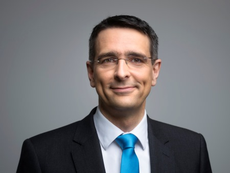 Dr. Stefan Schmitt