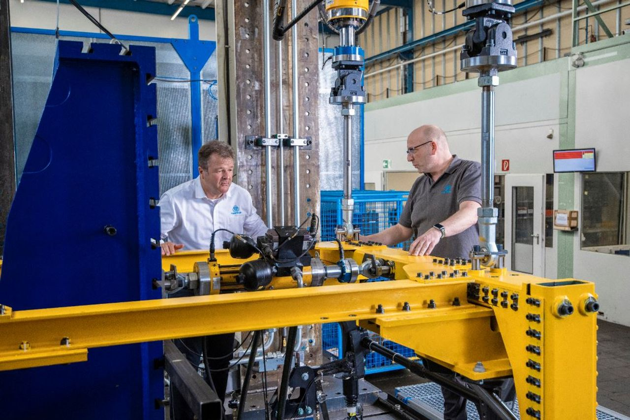 Engineers in the test center for fatigue analyses