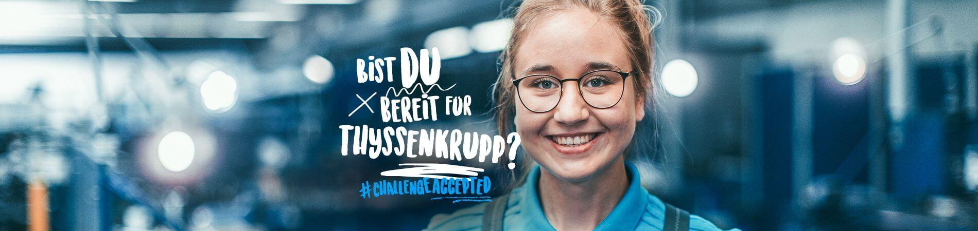 """Auszubildende lächelnd mit Brille, Bildtext: """"BIST DU BEREIT FÜR THYSSENKRUPP? # CHALLENGEACCEPTED"""""""