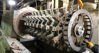 View on the stirrer, mill shell dismantled for maintenance. Bursa Cimento, pilot plant, stirrer , Bursa Cimento, Bursa Cement, wear, maintenance