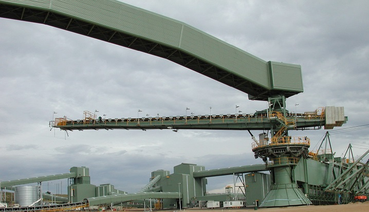 Combined circular stacker-reclaimer
