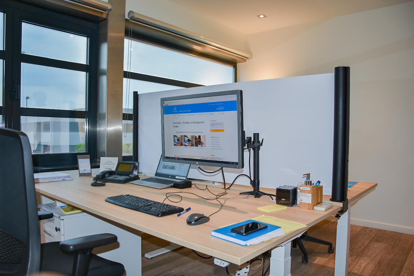 Uitrolbaar bureauscherm