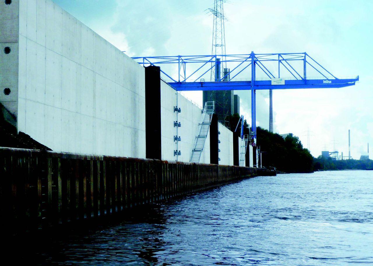 Neue Ufereinfassung für den Logport II im Duisburger Hafen