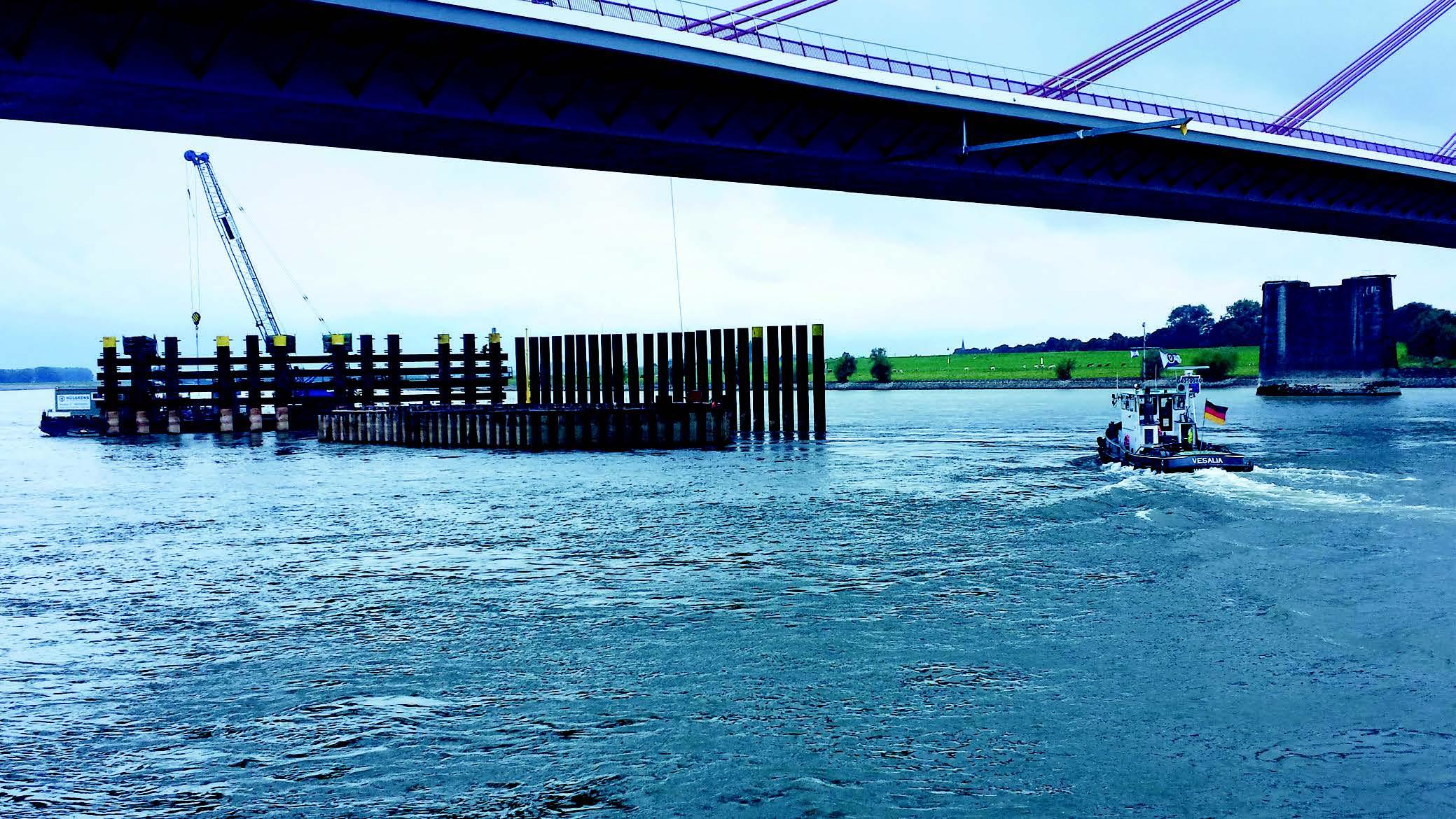 Rückbau der alten Brückenpfeiler der Rheinbrücke von Wesel
