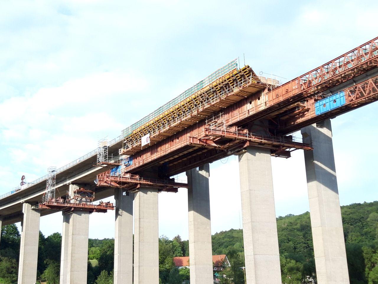 Strand jacks, movable scaffolding