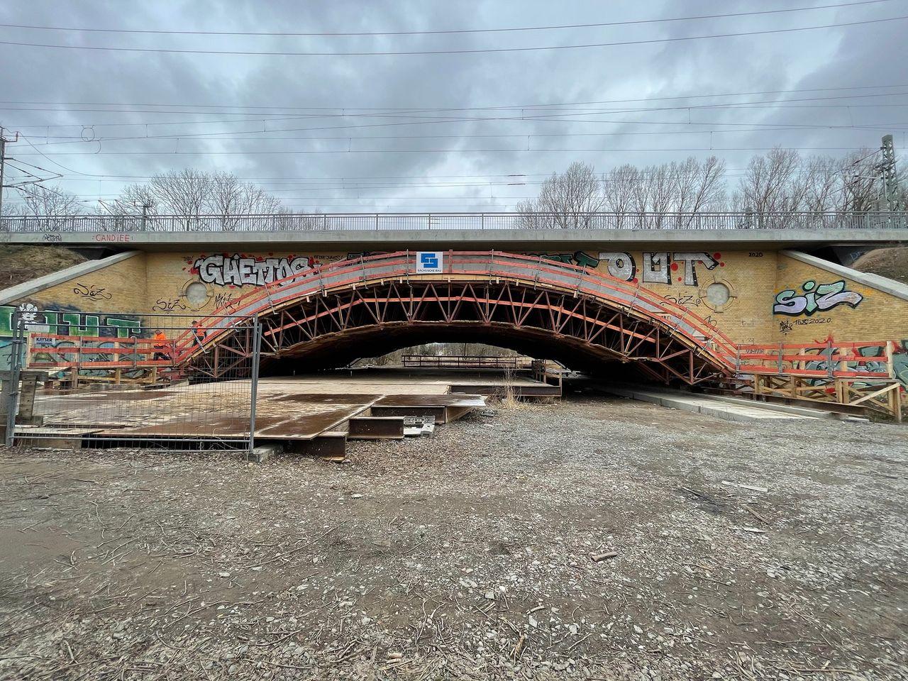 Réhabilitation d'un pont de chemin de fer sur la Parthe à Leipzig-Thekla