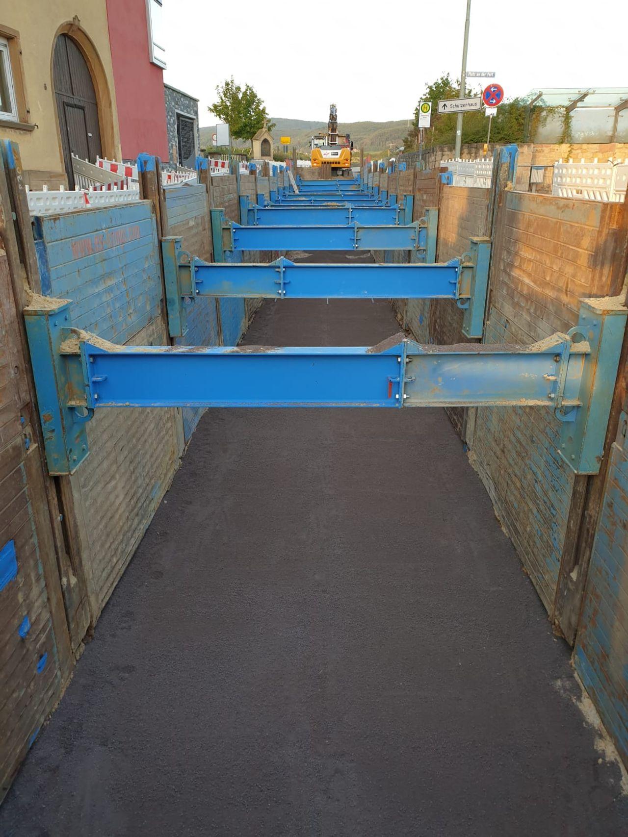 Single slide rail system linear shoring