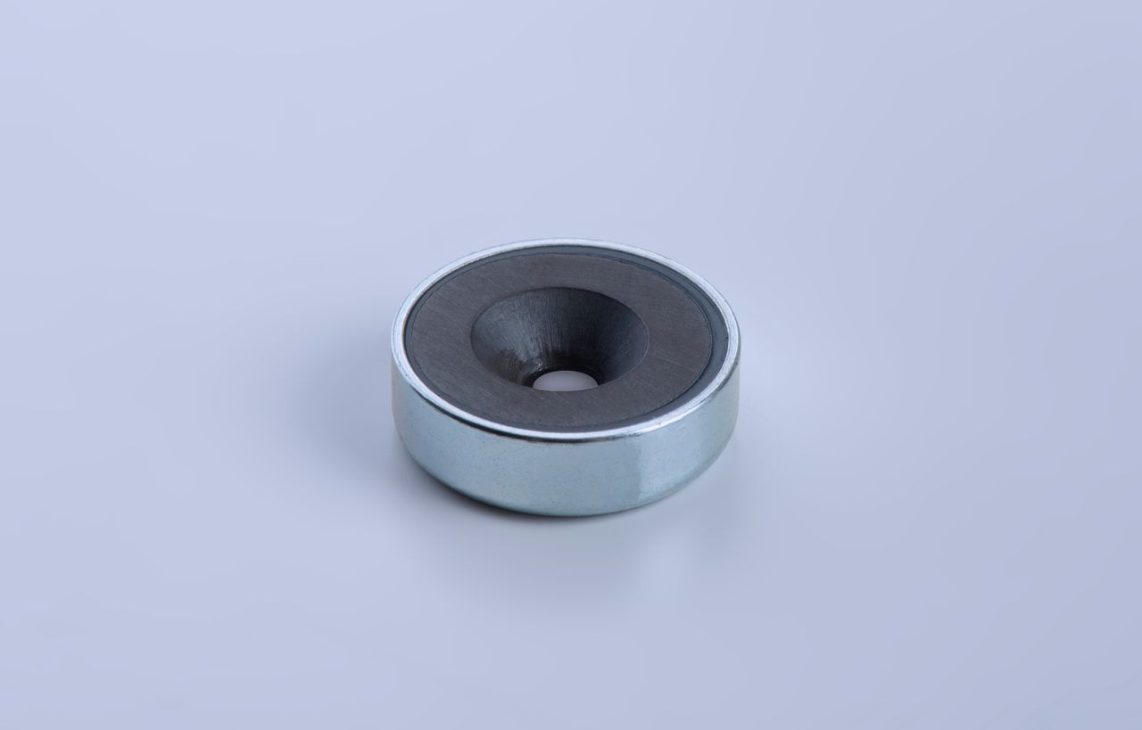 Pot magnet made of hard ferrite with bore and counterbore, galvanized, thyssenkrupp Magnettechnik
