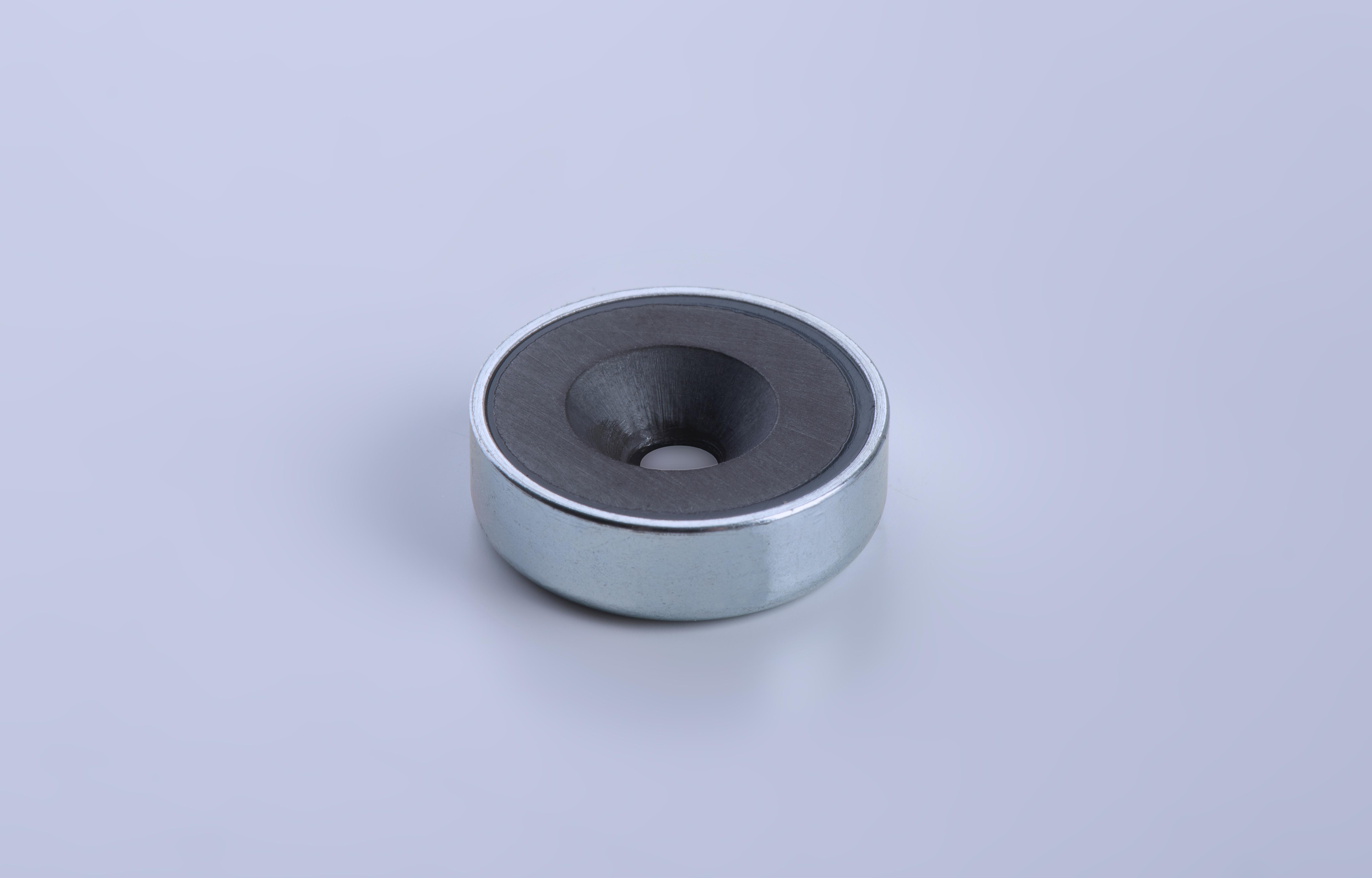 Flachgreifer aus Hartferrit, mit Bohrung und Senkung, verzinkt, thyssenkrupp Magnettechnik