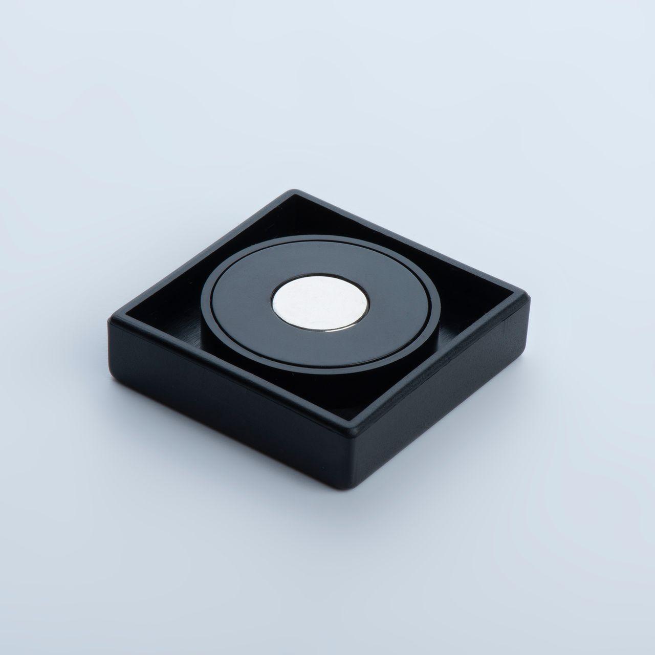 Organisationsmagnet aus Neodym mit quadratischem Kunststoffgehäuse, verschiedene Farben, thyssenkrupp Magnettechnik